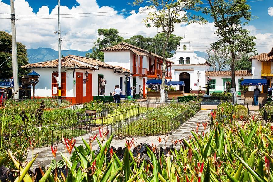 City Tour Medellín + TuriWalking - Turibus Colombia