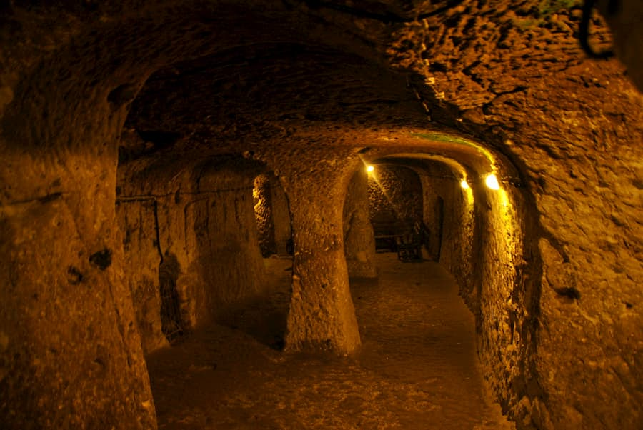 Ciudad Subterránea de Özkonak o Mazı en Capadocia