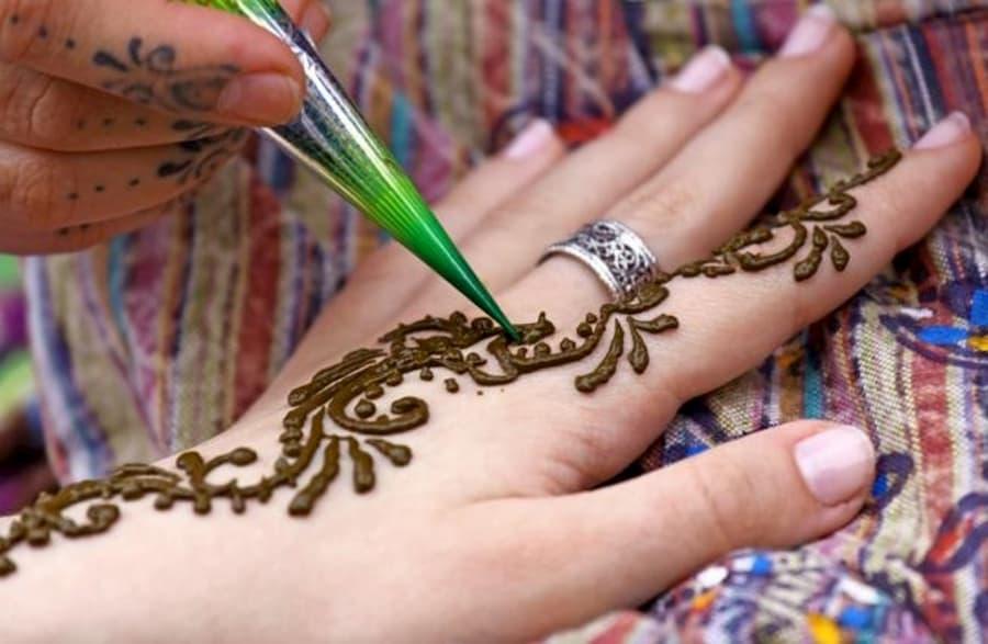 Dibujos de henna en Manos Dubái